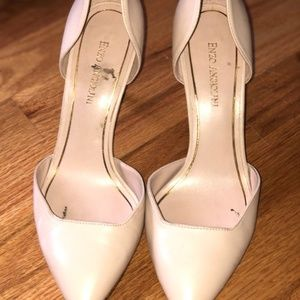 Nude/Pink Pumps